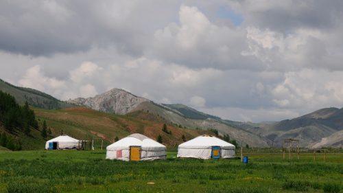 юрты в горах