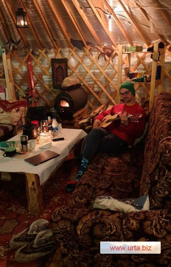 Отдых в зимней юрте